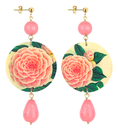 pink-flower-yellow-faceted-pink-stone-background