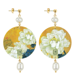 white-flower-background-gold-stone-pearl