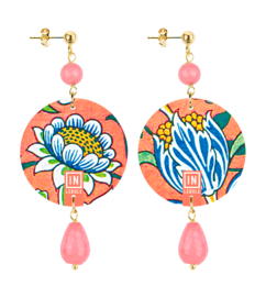 pink-flower-and-white-faceted-rose-stone